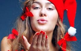 santa-babe-give-flying-kiss-t1