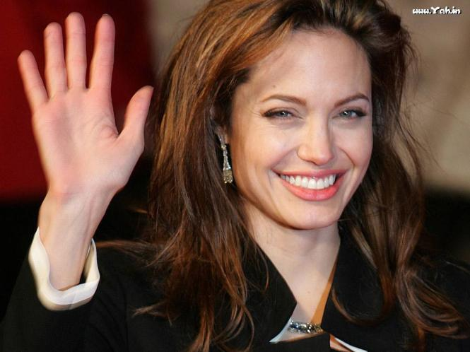 angelina_jolie_cute_smile_1723
